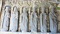 Lopérec 07 Eglise paroissiale porche Six apôtres.jpg