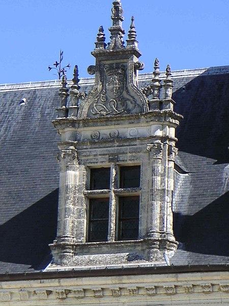 Fichier:Lucarne renaissance château d'Amboise.JPG