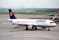 Lufthansa Airbus A320-211; D-AIPY@ZRH;17.04.1995 (5216922095).jpg