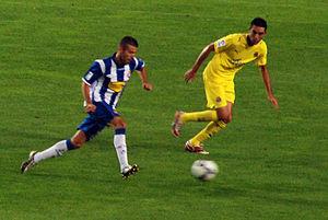 Luis García (footballer, born 1981) - García running past Villarreal's Bruno Soriano in October 2008