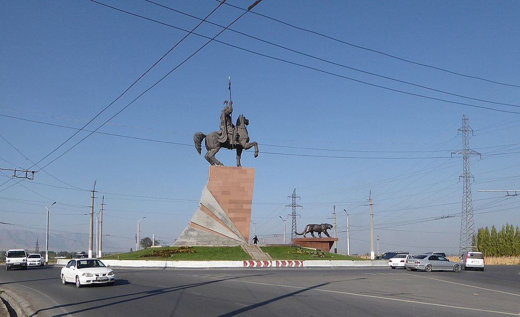 Manas statue (1) (30507326965).jpg