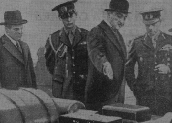 UDR visit by Carol II and his son, Voivoide Michael (in or before 1938). Nicolae Malaxa is showing Carol assembly-line products; Auschnitt is present at the far-left of the image Max Auschnitt, le voivode Michel, un collaborateur de M. Auschnitt, N. Malaxa et le roi Carol a la fabrique d'armes << Rechitza >>, Ce Soir, 1938-02-02.png