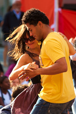 Merengue (dance) - Image: Merengue dancing