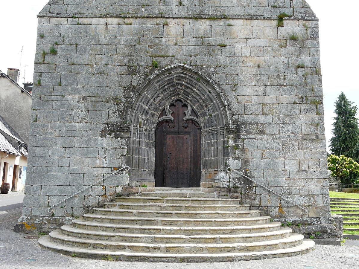 Messeix église portail.JPG