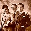 Miguel Faust Rocha (center) with Evaristo Lillo (left) and Raimundo Pastore (right) in 1922.jpg