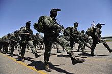 Forças Especiais desfilam na cerimônia de posse do general Vilela no Comando  de Operações Terrestres (COTER). ff7c08b430f