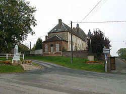 Montigny-sous-Marle monument-aux-morts et église 1.jpg