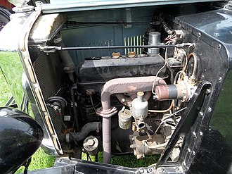 Morris Minor (1928) - SOHC engine under the bonnet of Family Eight Special Coupé 1932