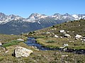 Mountain stream between Flute and Piccolo summits (1402996474).jpg