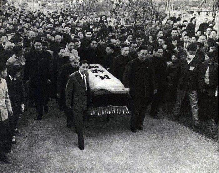 Move Lu Xun%27s casket