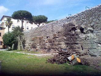 Castra Albana - Northeast side: stretch of the wall at the border between the episcopal seminary and the Precious Blood. The decumana gate must have been in this section