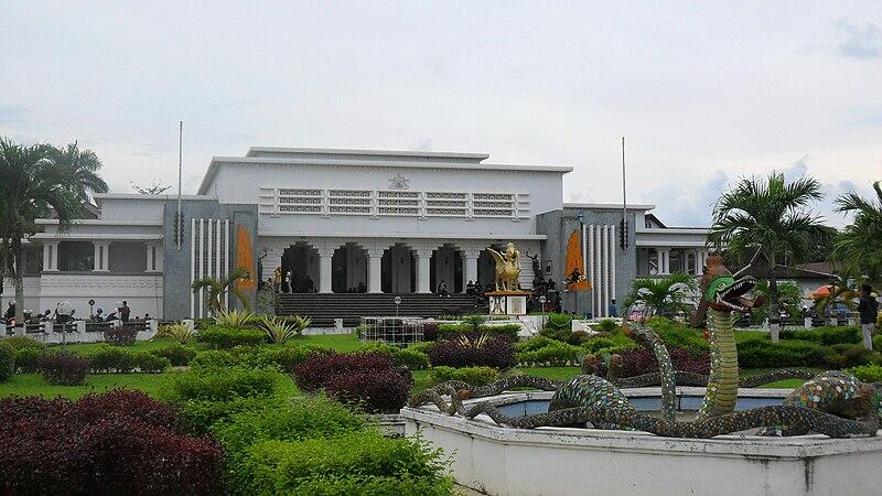Berkas:Museum Mulawarman.jpg