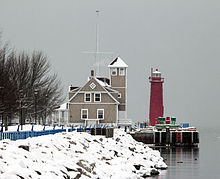 MuskegonLightHouse.jpg