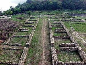 Novae, ruiny rzymskiego szpitala wojskowego - valetudinarium (fot. Wikipedia, autor: Janusz Recław, lic. CC-BY-SA-3.0)