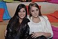 Nah Cardoso e Gabi Lopes descansam no lounge @ São Paulo Fashion Week em Junho de 2011.jpg