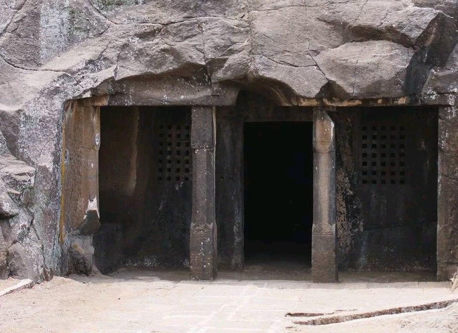 Nasik cave 19