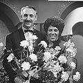 Nationaal Songfestival 1966. Winnares Milly Scott en dirigent Dolf van der Linde, Bestanddeelnr 918-7508.jpg