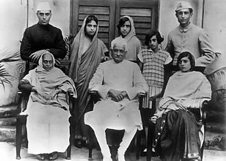 Nehru–Gandhi family -  Nehru family, standing (L to R) Jawaharlal Nehru, Vijaya Lakshmi Pandit, Krishna Hutheesing, Indira Gandhi and  Ranjit Pandit; Seated: Swaroop, Motilal Nehru and Kamala Nehru (circa 1927)