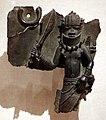 Nigeria, edo, corte del benin, placca con comandante militare, xvi-xvii secolo.jpg