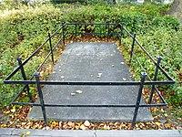 Nijmegen grafsteen Krayenhofflaan 7.jpg