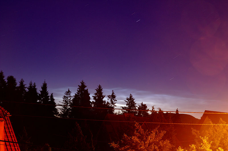 800px-Noctilucent_clouds_over_Rabka-Zdro