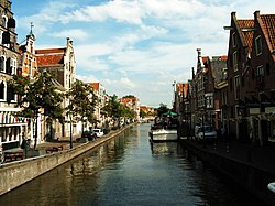 O centro d'Alkmaar, con as suyas canals