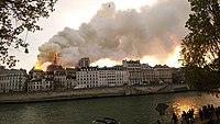 Notre-Dame de Paris, Incendie 15 avril 2019 19h32.48.jpg