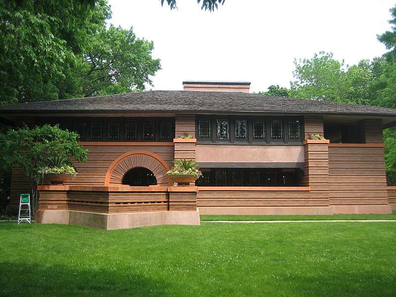 Bungalow constructed in 1902. The Heurtley House is considered one of the earliest examples of a Frank Lloyd Wright house in full Prairie style: Oak Park Il Heurtley House