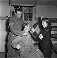 Oefening van frontsecties van het het Militair Gezag en het Vrouwen Hulp Korps i, Bestanddeelnr 935-2464.jpg