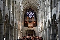 Orgue et rosace ouest de la cathédrale de Laon DSC 0185.jpg