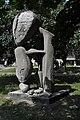 PL - Mielec - rzeźba Brzemię - (Ludmiła Stehnova) - Kroton 001.jpg