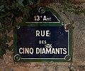 Panneau de la rue des Cinq Diamants (Paris) de nuit.jpg