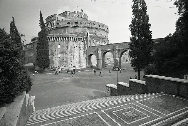 File paolo monti servizio fotografico roma 1966 for Materiale fotografico milano