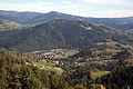 Park krajobrazowy Popradzki Park Krajobrazowy. Widok na Piwniczną Zdrój i szczyt Kicarz..jpg