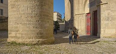 Parvis de la Cathédrale Saint-Pierre de Montpellier.jpg