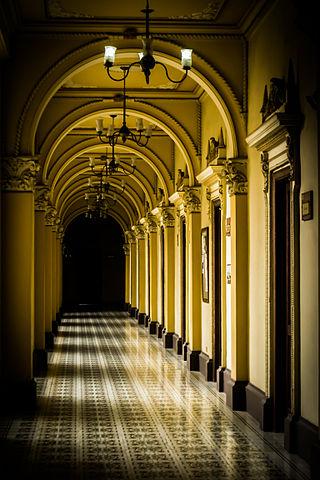 Primer lugar: Pasillo del edificio de la Gobernación de Caldas. Autor: EnBrazosDeLaFiebre.
