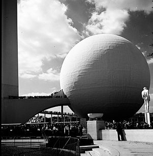 Trylon and Perisphere - Perisphere photo by Leo Husick