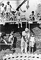 PikiWiki Israel 2523 www.ganshmuel.org.il גן-שמואל-חפירת בור ספיגה 1934-6.jpg