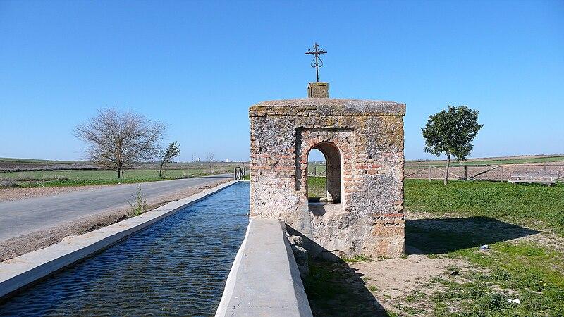 File:Pilar de la Media Legua, Trigueros (Huelva).jpg