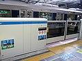 Platform screen door of Osaka Station 01.jpg