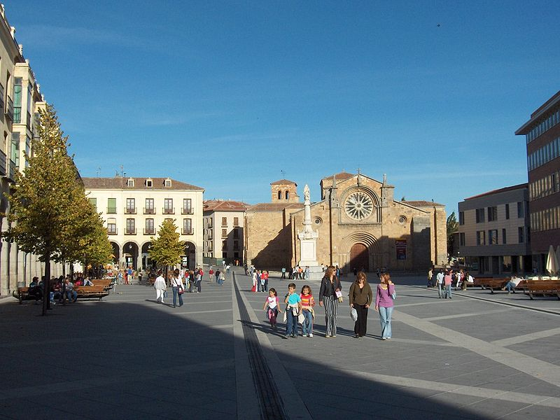File:Plaza mayor avila.jpg