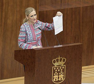 Pablo Casado - Cristina Cifuentes showing a document allegedly proving her inscription on her MA studies, during an extraordinary session of the Plenary of the Assembly of Madrid in April 2018. The controversy on her Master's degree led to the questioning of the academic degrees of several politicians who took the same studies, including Casado's.