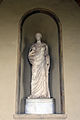 Poggio imperiale, facciata, loggia, torso di cariatide di tipo triopio con testa di ignota, copia romana (testa di media età antonina).JPG