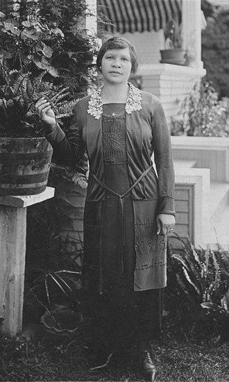 Charlotta Bass - Image: Portrait of Charlotta Bass, Providence ( ), ca. 1901 1910 (scl mss 064 0451~1) retouched
