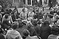 Prinses Beatrix bracht bezoek jeugdfestival Velp, thee drinken in de tuin, Bestanddeelnr 914-2454.jpg