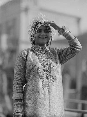 Adar - Image: Purim carnival in Tel Aviv (cropped) 1934