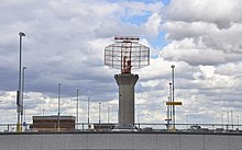 Radar scanner - Heathrow - geograph.org.uk - 1400515.jpg