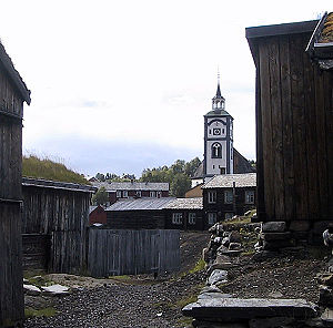 English: Old Røros and the church.
