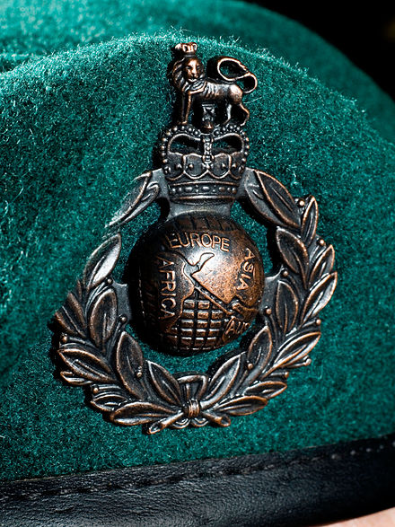 Royal Marines Commando Green Beret//Cap Badge On Stable Belt Colour Military Flag