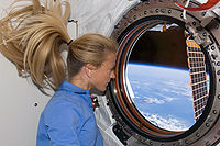 Karen Nyberg dans la station spatiale internationale.